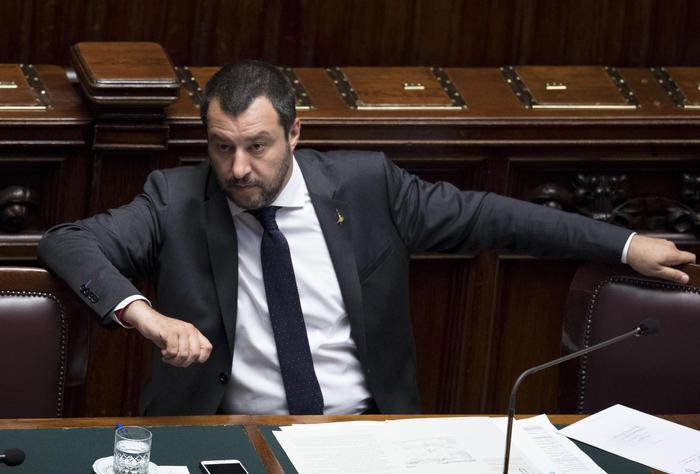 """Salvini contro Macron: """"Le carezze al Papa? Fa il matto perché al minimo della popolarità"""". Poi alla Cnn: """" Populista? Un complimento"""""""
