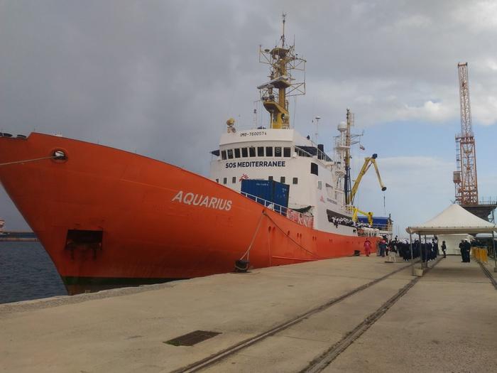 """Migranti, Salvini chiude i porti: """"La nave Aquarius attracchi a Malta"""". La replica: """"Non è nostra competenza"""""""