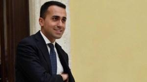 """Lavoro, Di Maio: """"Negozi chiusi nei giorni festivi. Rivedere le norme del decreto Monti"""""""