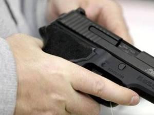 Sicurezza, sondaggio del Censis: quattro italiani su dieci vogliono la pistola in casa