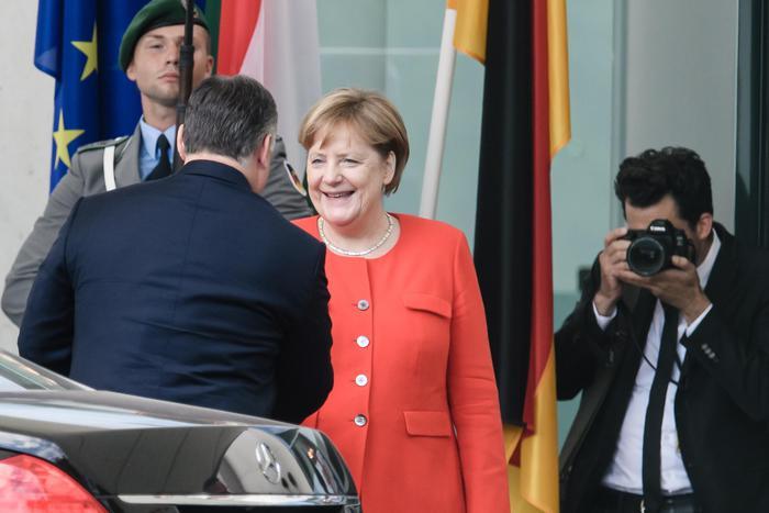 """Migranti, è scontro Germania-Ungheria. Orban: """"Germania li rimandi in Grecia, non da noi"""""""