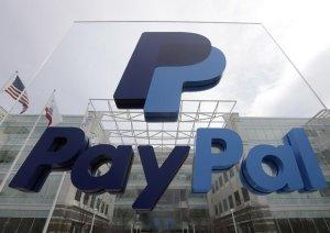"""Muore di cancro a 37 anni, Paypal le invia una lettera: """"Il suo decesso viola le nostre regole"""""""