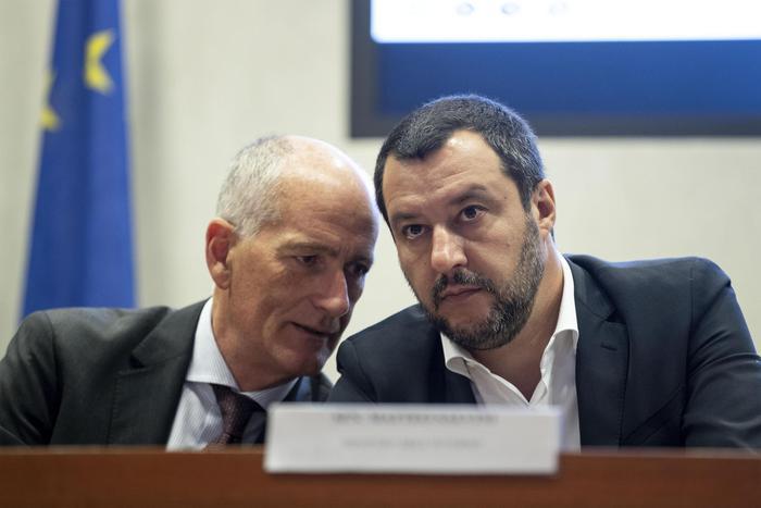 Migranti, stretta di Salvini su diritto asilo e stanziamento di fondi sui rimpatri