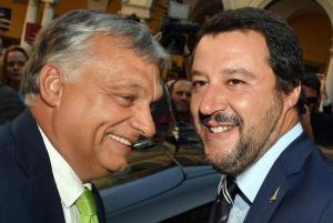 """Salvini dopo l'incontro con Orban: """"Vicini a una svolta storica per futuro dell'Europa"""". Macron sfida entrambi: """"Io sono il vostro avversario"""""""