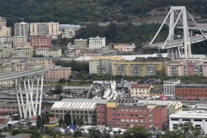 """Genova, crollo del ponte Morandi: ancora 10 dispersi. Il governo si divide sulla revoca delle concessioni ad Autostrade, Di Maio: """"Acceleriamo"""". Salvini: """"Prima investimenti. Poi si vede"""""""