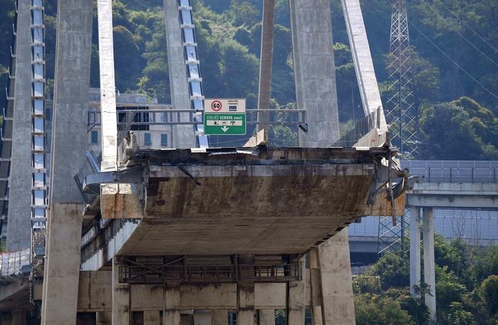 Ponte Morandi, sequestro di documenti: Guardia di Finanza al Mit. Bolla d'aria nel tirante, prima ipotesi crollo