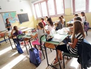Veneto, a 8 anni sconfigge la leucemia ma non può andare a scuola: in classe ci sono 5 no vax