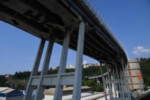 """Ponte Morandi, sfollati protestano in Consiglio regionale: """"Prima noi poi l'Ansaldo"""". Toti: """"Entro 5 giorni piano per la demolizione"""""""