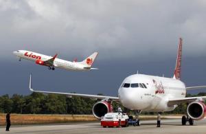 Indonesia, aereo con 180 persone precipita in mare dopo il decollo: nessun superstite. Tra le vittime anche un italiano