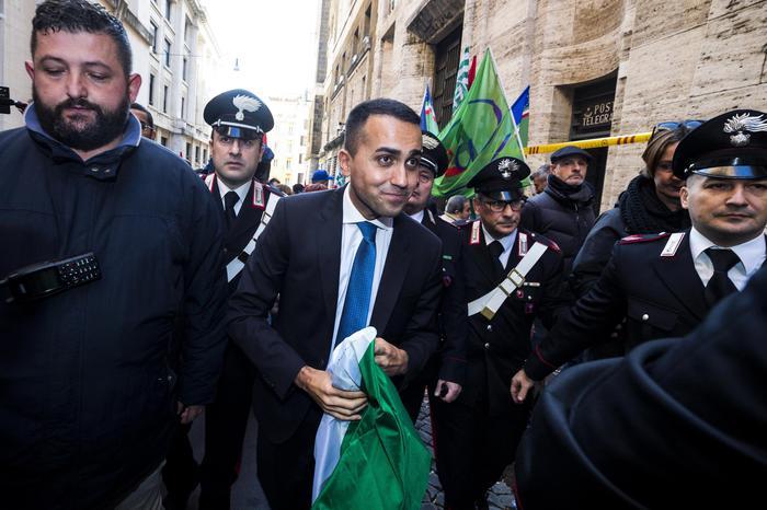 """Manovra: offensiva Paesi europei contro Governo italiano, c'è anche la Germania: """"La Bce lasci che i mercati castighino l'Italia"""". Di Maio: """"Austria e Olanda ci chiedono lacrime e sangue"""""""