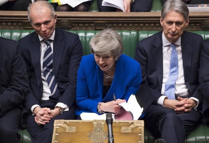 Brexit, May ottiene la fiducia dal Parlamento: decisivo il voto degli unionisti nordirlandesi