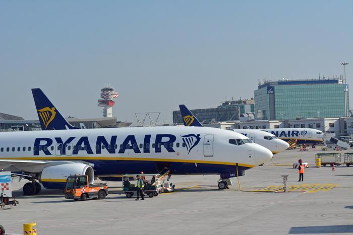 """Antitrust, Ryanair e Wizz Air multate: """"Il bagaglio a mano è un diritto"""""""