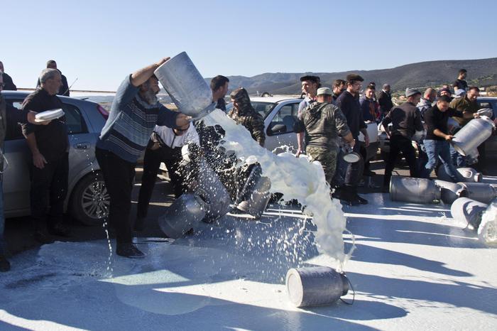 """Prezzo del latte, la protesta dei pastori sardi in piazza a Roma: """"Vogliamo risposte concrete"""""""