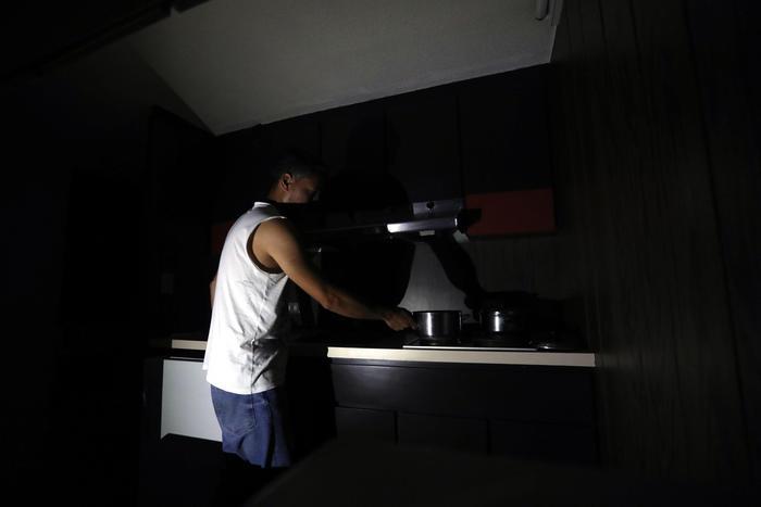 "Venezuela: black-out elettrico a Caracas, Maduro accusa: ""Sabotaggio Usa"""