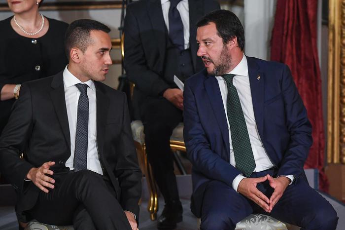 """Rom, tensioni di governo. Di Maio a Salvini: """"Sgomberare campi, anche Casapound"""""""