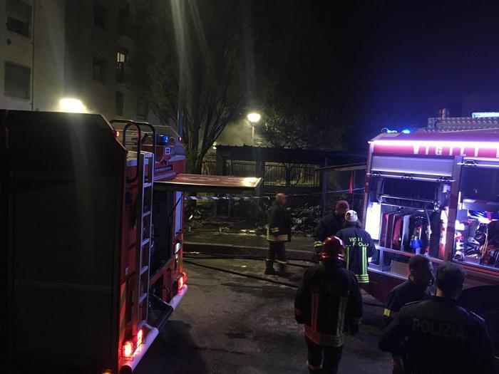 Milano, cadavere decapitato e carbonizzato: fermati due colombiani. Prima la lite a una festa, poi l'omicidio