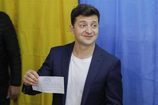 """Elezioni Ucraina, il comico Zelenskij presidente con oltre il 70%: """"Tutto è possibile"""""""