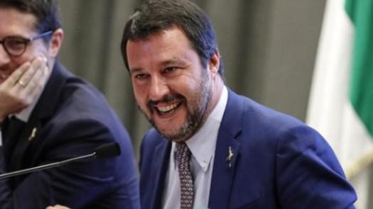 Migranti clandestini, Salvini dice 90mila: nel 2018 diceva 500mila