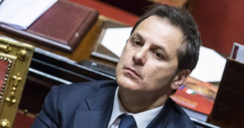 Armando Siri non è più sottosegretario. Conte firma la revoca, Salvini si arrende. Nessuna conta in Cdm
