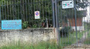"""Legittima difesa, ad Avezzano cartello davanti alla villa svaligiata: """"Basta ladri, sparerò a tutti"""""""