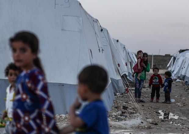 """Migranti, Corte Ue: """"I rifugiati non possono essere rimandati nei Paesi d'origine"""""""