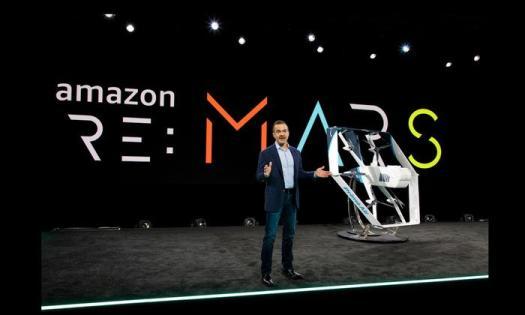 Amazon, pacchi via drone e lo Shazam dei vestiti