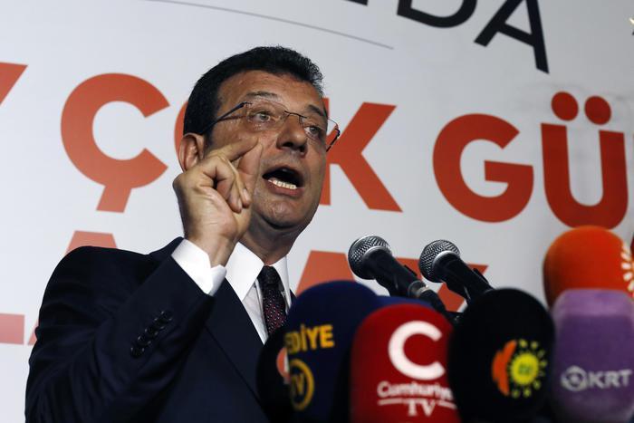 Turchia, il candidato dell'opposizione Imamoglu sindaco di Istanbul: sconfitto (di nuovo) l'uomo di Erdogan