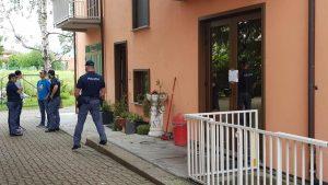 Il tabaccaio di Ivrea ha sparato dal balcone e colpito alla schiena il ladro: lo rivela l'autopsia