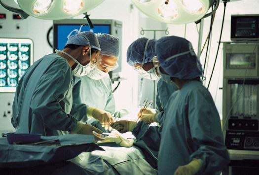 Legnano, testimoni di Geova si oppongono a trasfusione per la figlia di 10 mesi. Il pm la salva