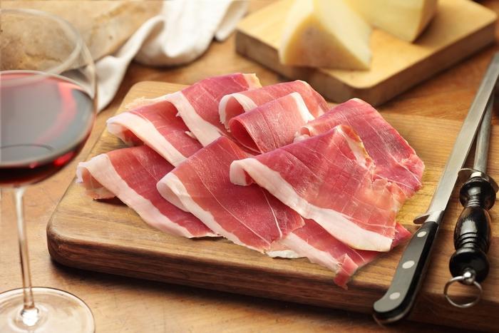 Dazi, salumi italiani e mozzarella di bufala salvi