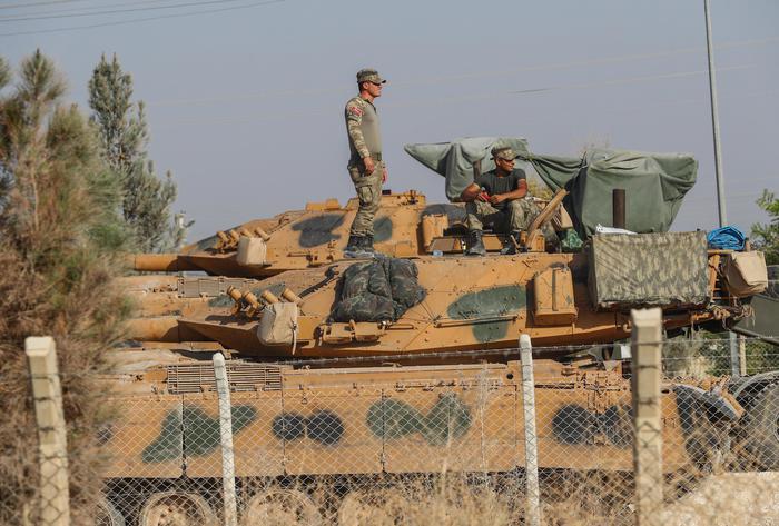 Curdi chiamano Putin, Assad invia truppe, jihadisti la fanteria di Erdogan