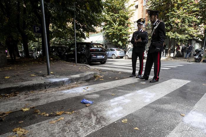 Roma, difende la fidanzata da una rapina e gli sparano in testa. Morto 24enne