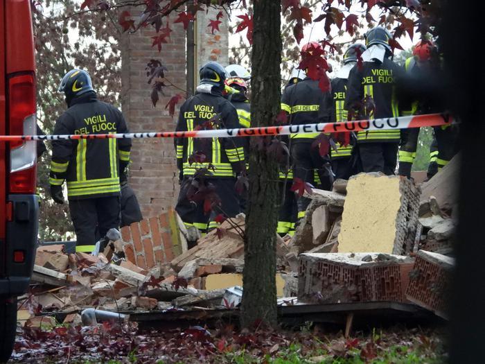 Quargnento: esplode edificio, tre pompieri morti. Sono stati attirati in una trappola?