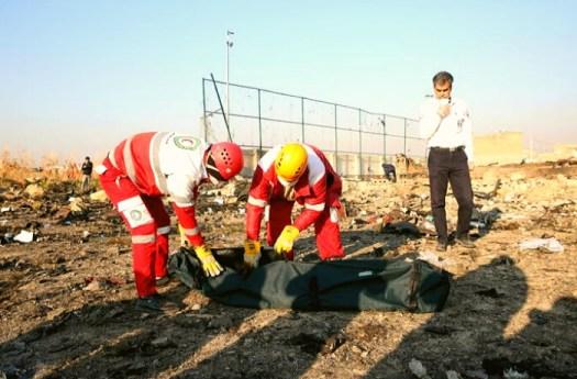 Iran, aereo ucraino precipita dopo il decollo a Teheran: morti i 177 a bordo. L'Iran non vuol consegnare le scatole nere