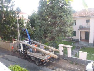 lampioni-stradali-324x243 Smontati i lampioni stradali di cemento (video) Piazza Litta Prima Pagina