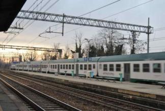 treno-trenord-324x217 Parabiago. Donna muore sotto al treno in stazione Piazza Litta Prima Pagina