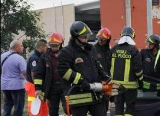 vgili-del-fuoco-324x235 Tubo del gas rotto dalla Benna della ruspa Piazza Litta