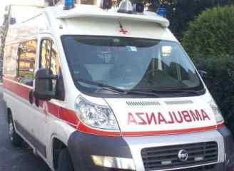 ambulanzaweb-2-328x240 Abbiategrasso. Donna cade dal quinto piano a Capodanno Piazza Litta Prima Pagina