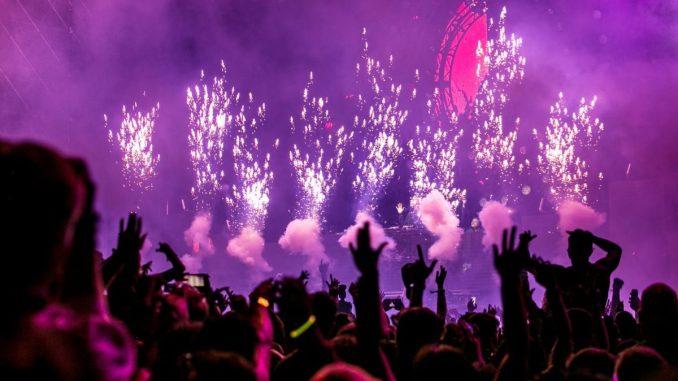 pexels-photo-1190298 Rave party a Certosa. Individuati i responsabili Cronaca Milano Politica Prima Pagina Uncategorized