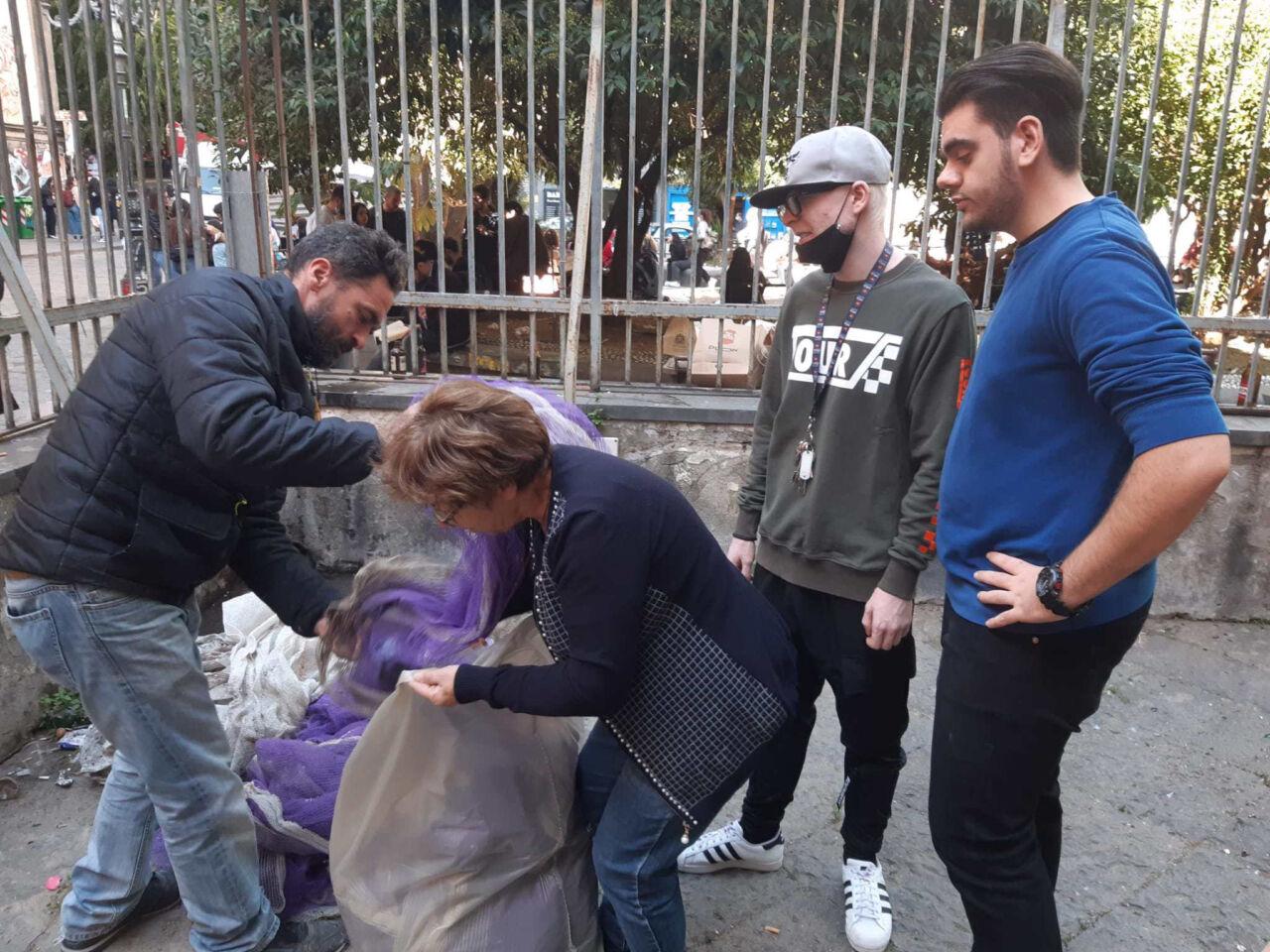 Napoli, i volontari della parrocchia ripuliscono il cortile Cappella Pappacoda