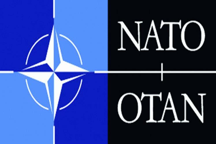 Trump empuja a líder de la OTAN