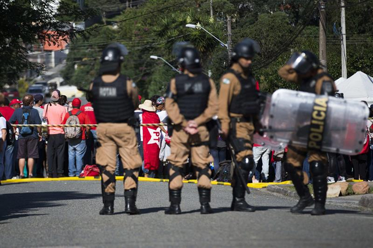 Varios heridos deja enfrentamiento durante ingreso de Lula a prisión — Brasil