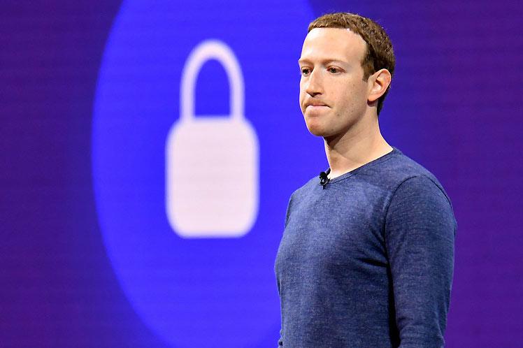 Escándalos que envenenan a Facebook: pirateo, datos y manipulación rusa