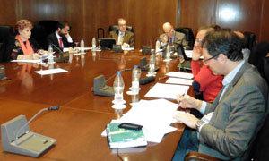 Los miembros de la Comisión Permanente durante una de las sesiones de su reunión.
