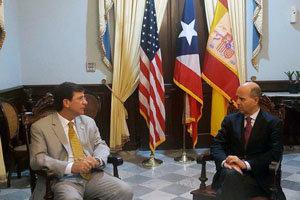 Ramón Moreno –a la dcha.–, durante su encuentro con el secretario de Estado de Puerto Rico, Luis Rivera.