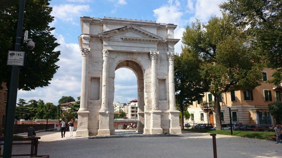 Arco dei Gavi.