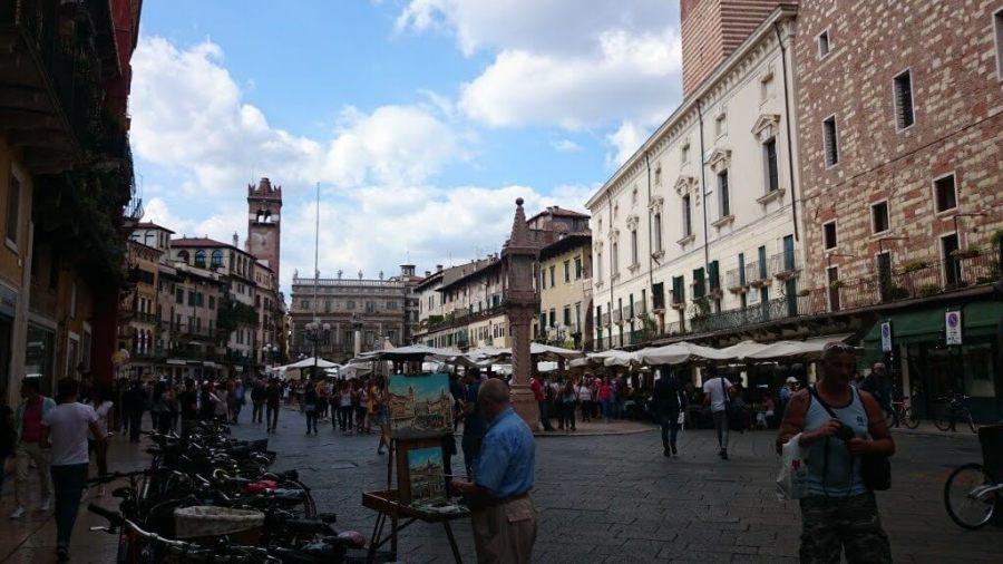 Pintando en Piazza delle Herbe.