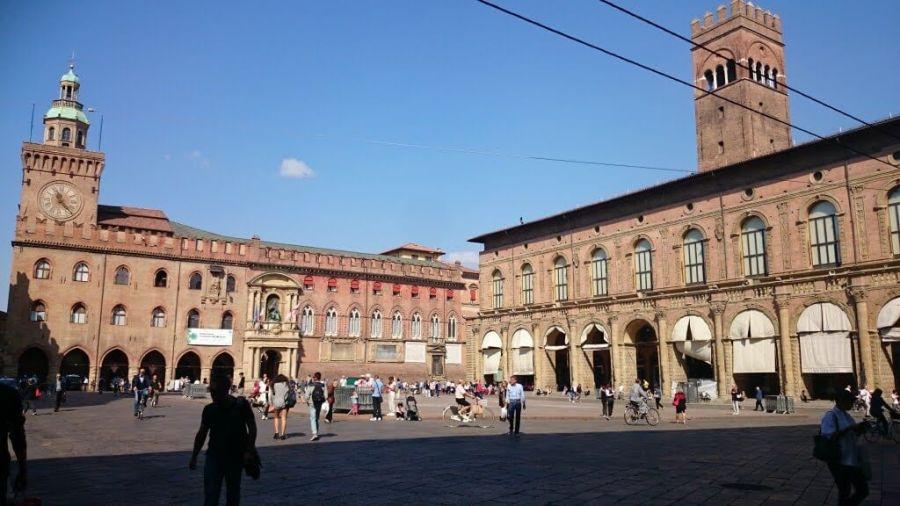 Ayuntamiento de Bolonia y Palazzo del Podestà en Piazza Maggiore.