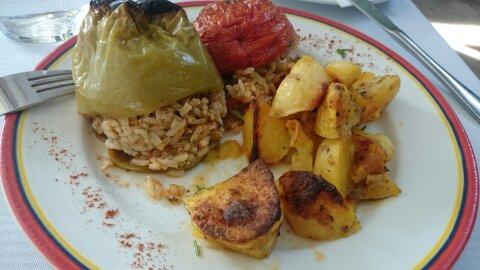Comida típica de Atenas. Yemistá.