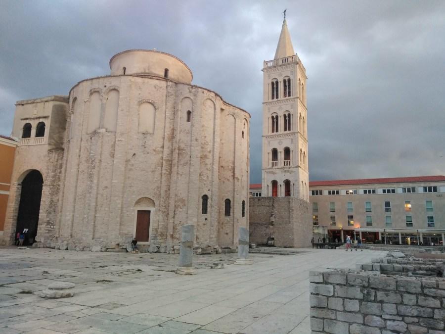Un día en Zadar. Iglesia de San Donato y Torre de la Catedral.